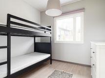 Sisääntulopuolen makuuhuone