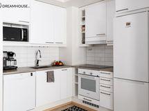 Kaunis vaalea keittiö varustettuna laadukkailla Boschin kodinkoneilla.