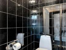 pesuhuoneen yhteydessä oleva wc