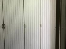 Kaapistot johon intgroitu jääkaappi/pakastin