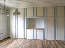 Entisen keittiön kaapit toimivat hyvin makuuhuoneessakin