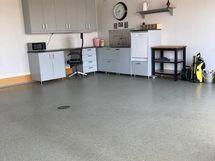 Keittiönurkkaus autotallissa