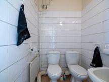 erillinen wc eteisessä