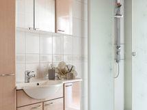 Tasokkaat kylpyhuonekaapit kätkevät paljon