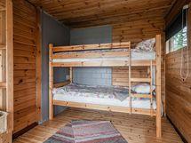 Erilline makuuhuone, johon oma käynti
