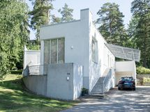 Tyylikäs funkkis -henkinen talo, jossa on upeat tilat sisällä ja ulkona!