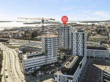 Asunnot ovat liike- ja toimitilojen yläpuolella kerroksissa 4-17.