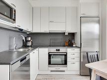 Rst-kodinkoneet tuovat ilmettä vaaleaan keittiöön