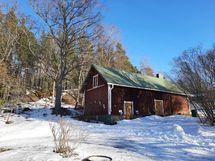 """Piharakennus, jossa mm. sauna, puuliiteri ja """"salamaja""""..."""