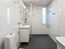 Uusi kylpyhuoneen ja wc:n yhdistelmä