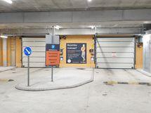 Hallipaikan hinta on 25 000 euroa ja hoitovastike on 26,50 €/kk.