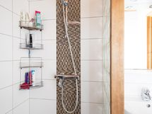 pesuhuoneen suihkutila