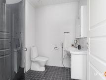talossa oleva kylpyhuone