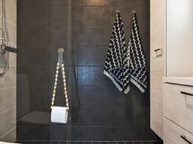 Yläkerran remontoitu kylpyhuone v.2018