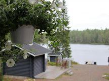 Terassilta on kauniin rentouttava järvinäkymä