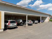 Mahdollisuus ostaa katos- tai pihapaikka autolle