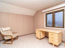 Perusosan makuuhuone 2 yläkerrassa