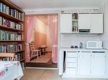 yläkerran keittiö/makuuhuone 1