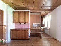 A2 ruokailuhuoneesta keittiöön