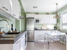 Keittiössä tilaa myös arkiruokailuun