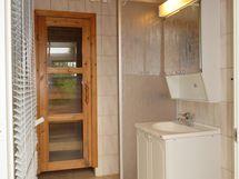 kph, taustalla sauna