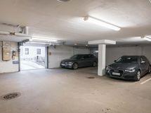 Autotallipaikka (osake) - Garageplats (aktie)