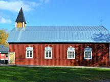 talon vieressä vanha puu kirkko