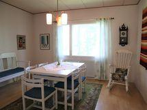 ruokailuhuone/makuuhuone