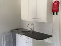 15 kpl samanlaisia huoneistoja. Kuva keittiöstä.