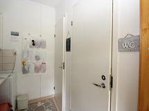 B-huoneiston kaksi erillistä wc:tä