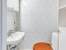 ...SEKÄ ERILLINEN WC