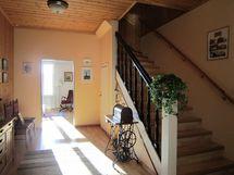 Hallista portaat 2. kerrokseen