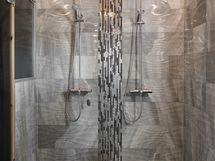 Huvilan upea suihkuhuone