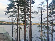 Terassi maisemaa järvelle
