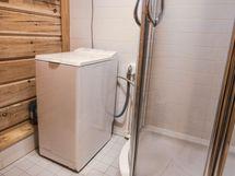 Kylpyhuoneessa tilaa pyykinpesukoneelle