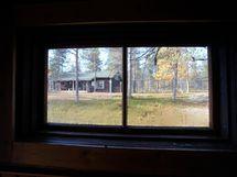 Pukuhuoneen ikkunasta