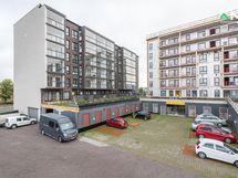 8/2020 valmistuneen ja rakenteilla olevan talon pihakansi