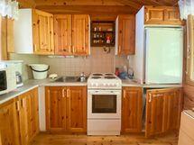 Pyöröhirsimökin keittiö