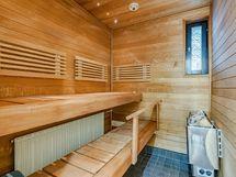 Ikkunallinen, tunnelmallinen sauna
