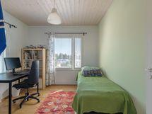 Yläkerran makuuhuone 10,3m2