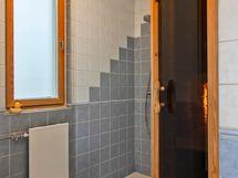 Kylpyhuone/sauna. Uusittu v.2002