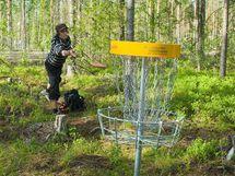Frisbee-golf.