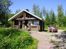 Saunamökki, jossa erillinen sauna/pesutilat, sekä