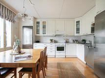 Kodikas, valoisa keittiö - kodin sydän