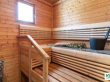 Ikkunallisessa saunassa mittatilauslauteet