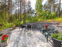 kivetetty terassi, patio / stenlagd terrass, utesittplats