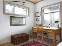 Yläkerran työhuone/ makuuhuone