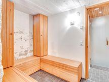 Taloyhtiön todella viihtyisä saunaosasto