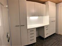 Kylpyhuone/wc:n kodinhoitopuolen kaapistot