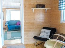 pikkuhuone, joka nyt pukuhuoneena, johon voisi rak